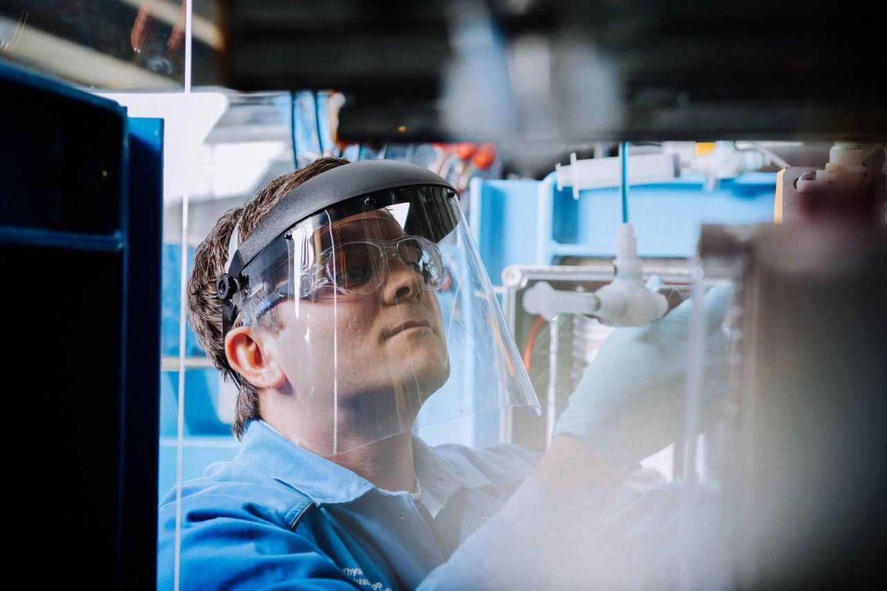 thyssenkrupp invests in research and development.