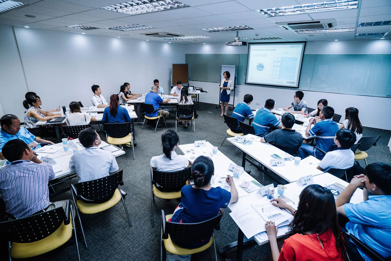 thyssenkrupp supports training of employees.