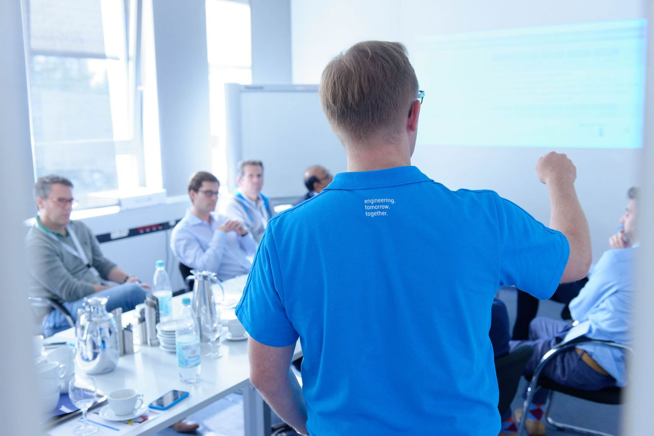 thyssenkrupp acts responsibly towards employees.