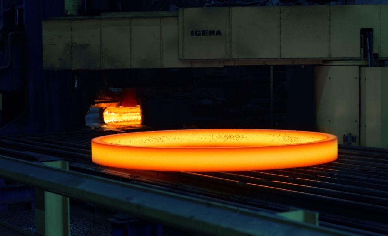 Glowing ring on a conveyor belt